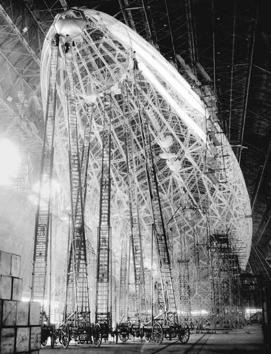 IMAGES SPECTACULAIRES : construction du zeppelin en 1923