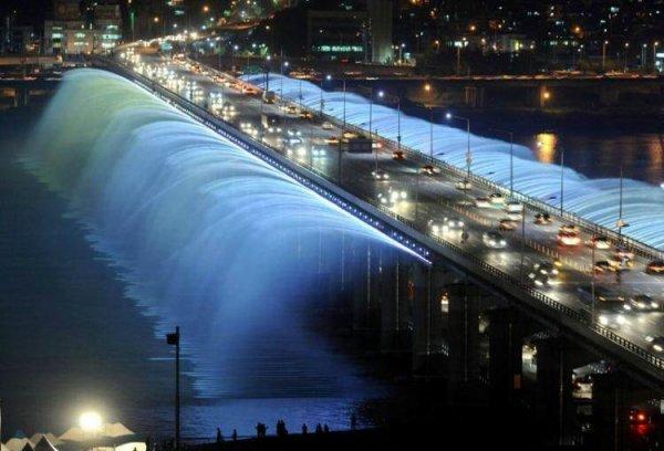 Beauté du monde : Pont fontaine de Seoul en Coree du sud