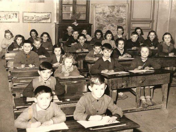 Sur un banc d'école