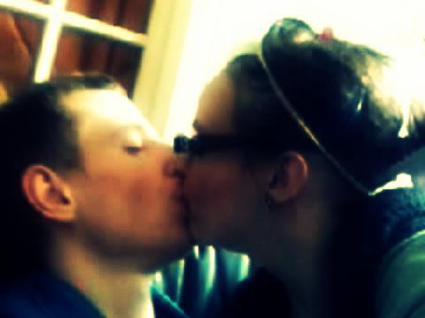 J'ai longtemps jouer à cache-cache avec le bonheur, mais a force de chercher je l'ai enfin trouver. Mon bonheur c'est toi mon amour. ♥