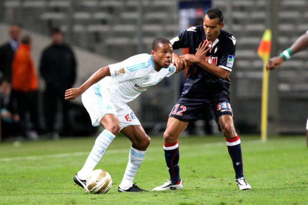 ~ Short AS Monaco porté par Adriano en Coupe de la Ligue contre l'Olympique de Marseille Saison 2010/2011.