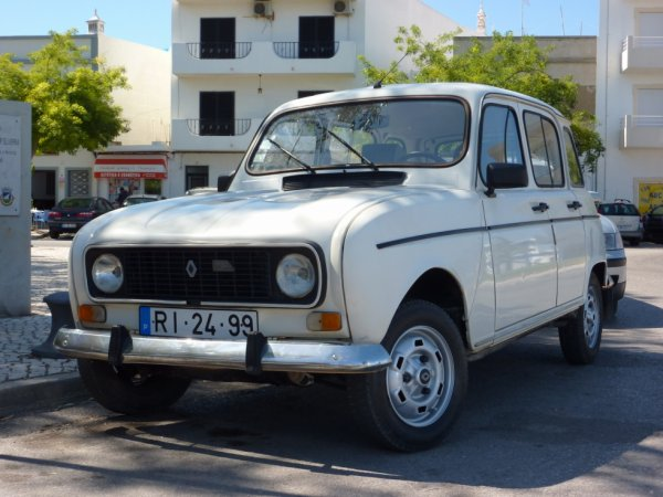 Renault 4L ; Portugal.