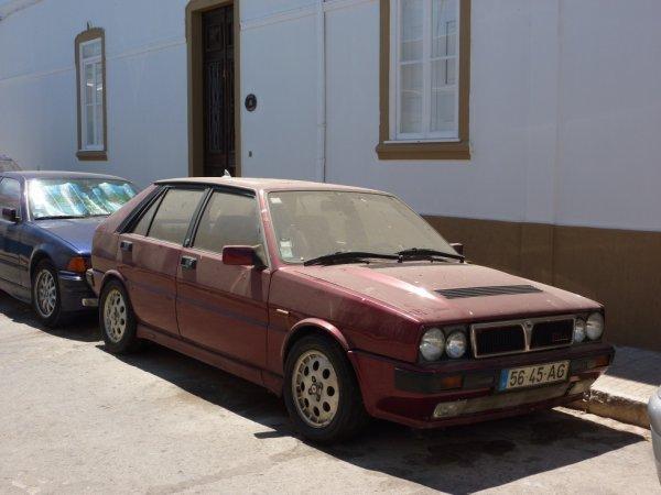 """Portugal. Cette Lancia Delta """"Intégrale"""" (je crois) , était quasiment à l'abandon , mais sois disant à vendre."""