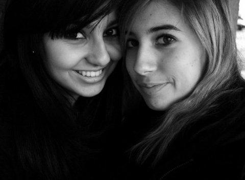 L'amitié ne consiste pas seulement à voir les mêmes personnes régulièrement,C'est un engagement, une promesse, de la confiance, C'est être capable de se réjouir du bonheur de l'autre...