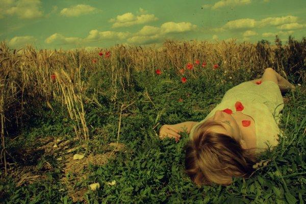 ♥ Comme un goût d'inachevé dans la bouche et un regard constamment tourné vers les étoiles dans l'attente de la consécration d'un souhait ♥