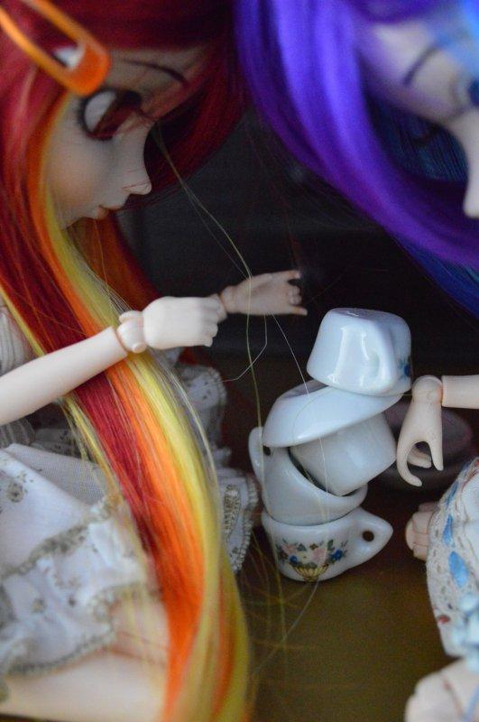 Pyramide de vaisselle! Par les jumelles ♪