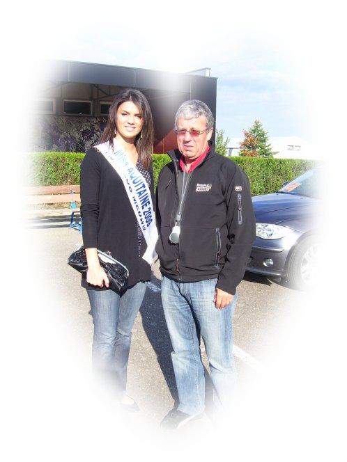 BERNARD BRUNEL  (président des courses de la vallée du Semnon) et Miss Aquitaine..  ( marraine des 25 ans du relais)