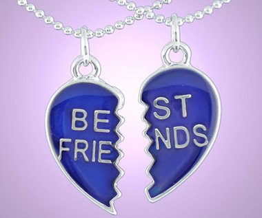 Beaucoup de gens entrent et sortent de ta vie, mais seuls les vrais amis y laissent leur empreinte