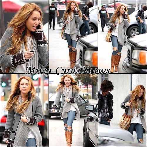 Le 13 Octobre Miley était A Beverby Hills A Compagnée De Avan Jogia