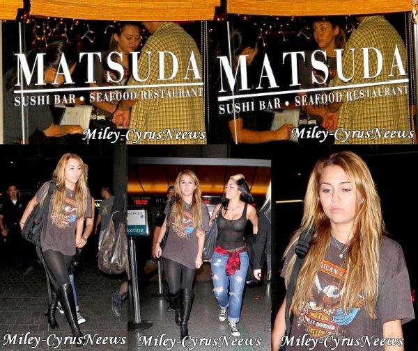 Le 3 Novembre Miley Etait A Studio City Faire Du Shopping Chez Samy's Camera Avant D'aller Déjeuner Ches Panera Bread