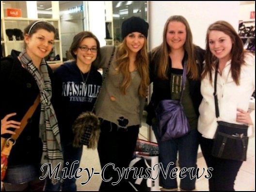 Le 19 Décembre : Miley est c'est fans hier (18 décembre) à Nouvelle-Orléans en Louisiane.