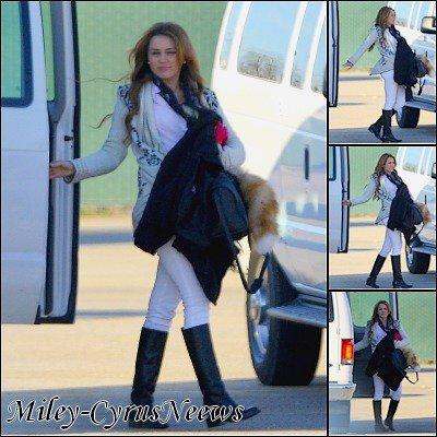 Le 14/01/2011 : Miley sur le tournage de « So Undercover » les 11 et 12 janvier. :)