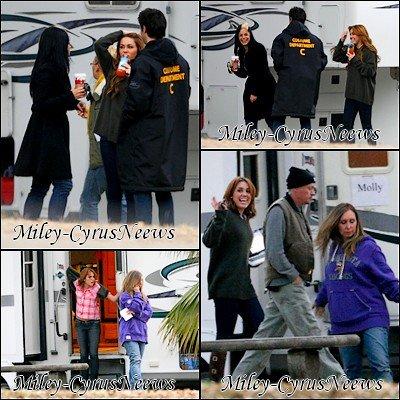 Le 17/10/2011 : Miley sur le trourage de « So Undercover » à Nouvelle-Orléans, LA hier (16 janvier)