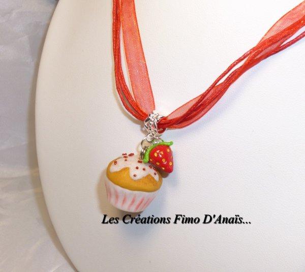 Nouveauté ! Sautoir Cupcake à la fraise !!