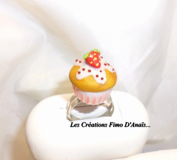 Bague cupcake fraise ^^