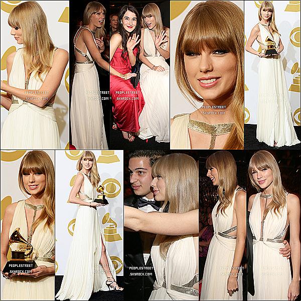 . 10/02/2013 : Taylor Swift a assisté à la 55ème Grammy Awards au Staples Center à Los Angeles.Je suis totalement fan de sa tenue qui fiat ressortir son teint. Et son make up est totalement réussi. gros TOP et toi ?.