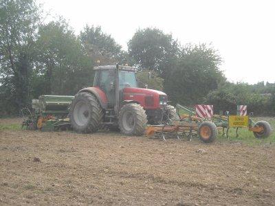 Massey fercussone 8250 avec combiner 4 m amazone et cultivateur