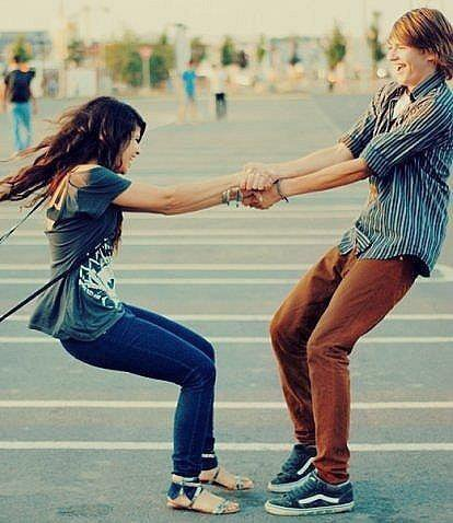 Si tu tombes , je tombe . Cette phrase est pour les faibles .. Parce que moi si tu tombes , je te relève .. ♥`