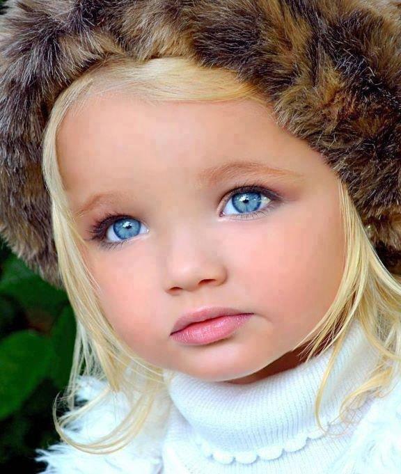 Elle est magnifique cette petite on dirais une poupée !!