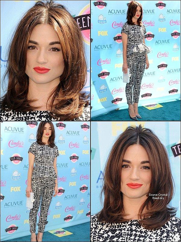 11/08 Notre ravissante Crystal était à l'évènement annuel des Teen Choice Awards. Très malheureusement, le cast de Teen Wolf n'a pas gagné le prix de Choice Summer TV Show...