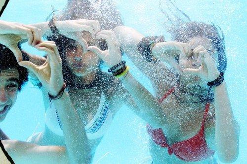 CHAPITRE 33: Autour de la piscine
