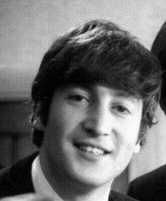 CET HOMME EST MAGNIFIQUE. John Lennon est magnifique. Pour moi le regarder c'est... Du bonheur du bonheur du bonheuuuur :'D