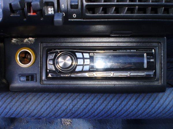 instalation de l'autoradio et de l'intérupteur pour l'amplie