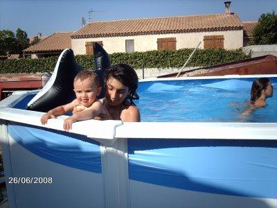 mon cousin gael et moi dans la piscine blog de diddlcelia. Black Bedroom Furniture Sets. Home Design Ideas