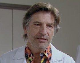 Professeur Klein (Olivier Cruveiller)