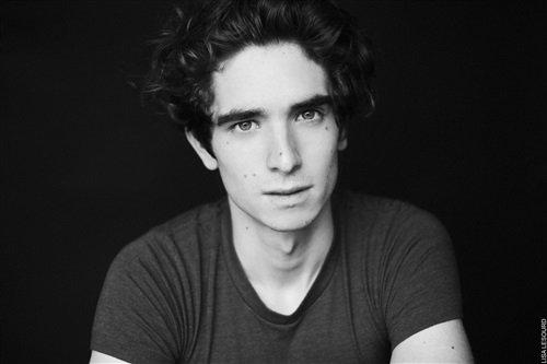 Découvrez l'acteur qui reprend le rôle de Valentin Nebout !