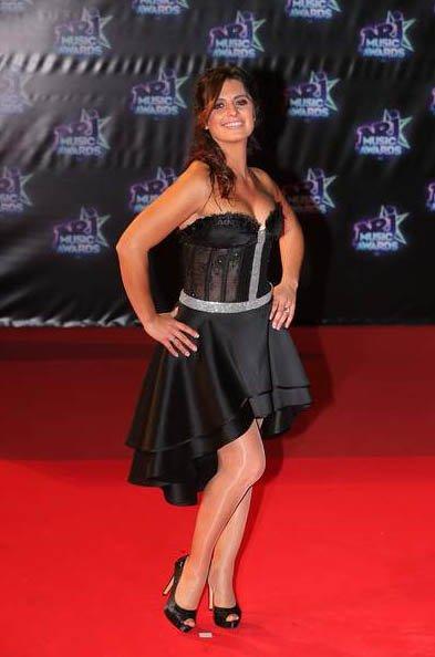 La tenue de Laetitia Milot (Mélanie) aux NRJ Music Awards surprend ses fans