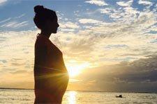 Elodie Varlet (Estelle), enceinte, dévoile son ventre arrondi