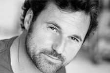Bruce Tessore (Nicolas) : Découvrez ce qu'il faisait avant d'être comédien !