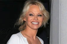 Pamela Anderson pourrait-elle apparaître dans PBLV ? La production répond !