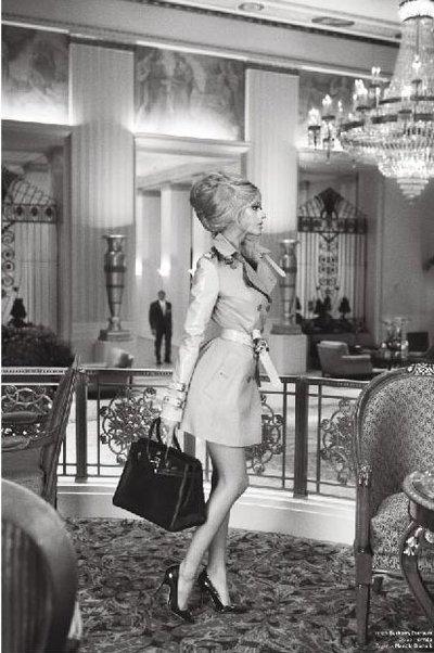 Zahia, l'ex escort-girl jadis au coeur du scandale de proxénétisme avec les Bleus, se retrouve aujourd'hui à la une du célèbre magazine de mode américain V.