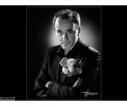 Harcourt, studio de Paris, fait des photos magnifiques de comédiens et de chanteurs