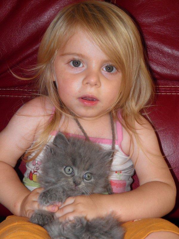 Mylène et les chats !! ici avec Halysse chez tonton et tata