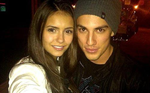 Nina Dobrev serait en couple avec Michael Trevino, est-ce judicieux de sortir avec son collègue ?