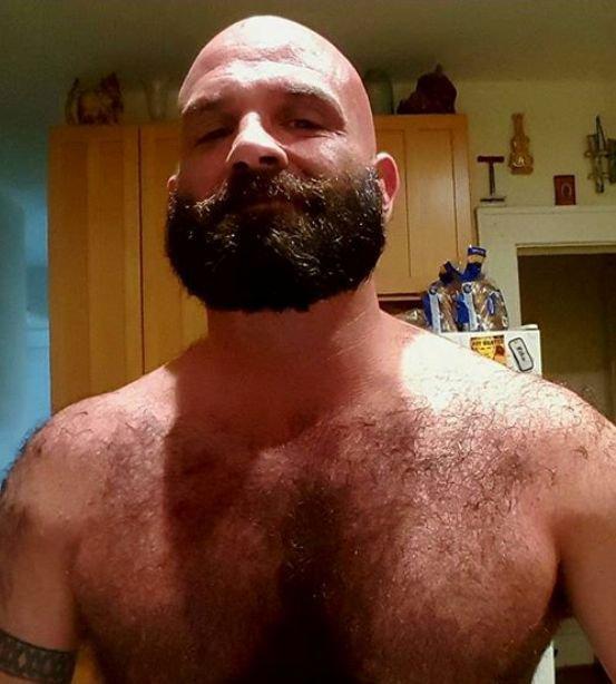 Homme Barbu Nu homme tête nue barbu brun - court toujours