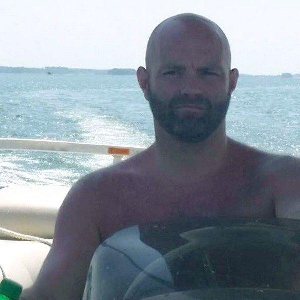 Un homme en mer