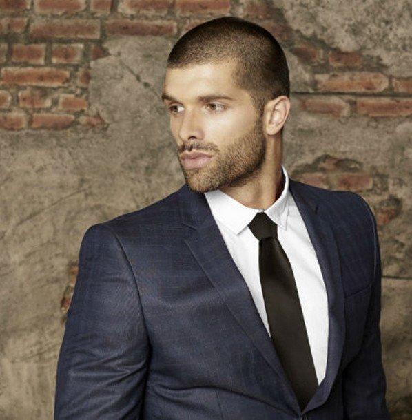 Costard cravate et cheveux
