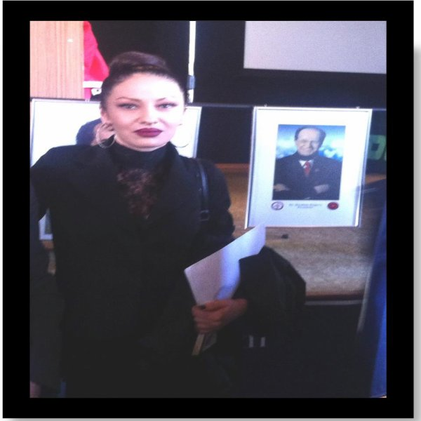 Diva ADELINA prane fotos se PRESIDENTIT HISTORIK IBRAHIM RUGOVA