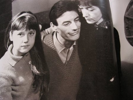 1965) Jean FERRAT, Christine SÈVRES et Véronique la fille de Christine chez eux à Antraigues