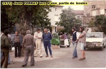 1977) Jean FERRAT lors d'une partie de boules