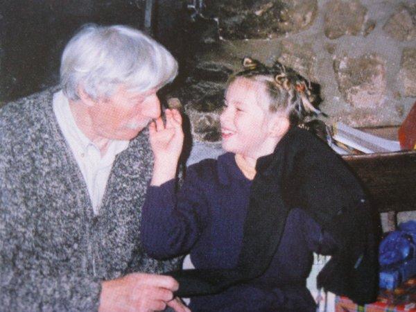 2006 julie enfant la seule qui pouvait jouer avec les for Antraigues sur volane maison de jean ferrat
