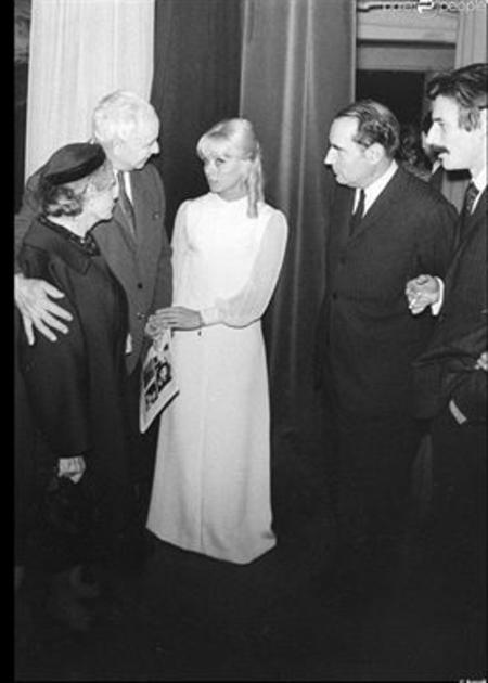 1968) Jean FERRAT avec isabelle AUBRET, Louis ARAGON, Elsa TRIOLET et François MITERRAND