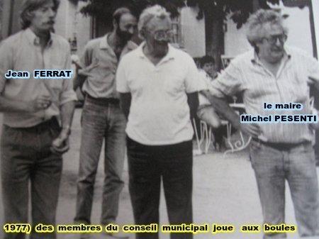 1977) Des membres du conseil municipal joue aux boules