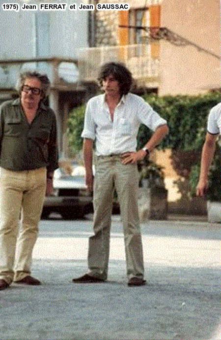 1975) Jean FERRAT et Jean SAUSSAC - Partie boules sur la place du village d'Antraigues