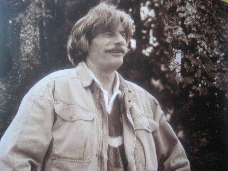 1975) Jean FERRAT chez lui