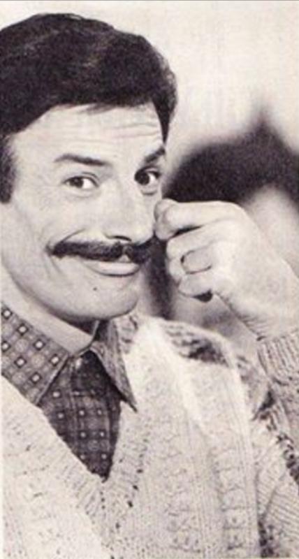1967)  Jean FERRAT se laisse pousser les moustaches à CUBA